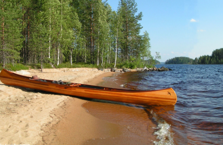 Eines Tages paddeln: Fluss Syväysjoki und See Koitere - Koihu Adventures